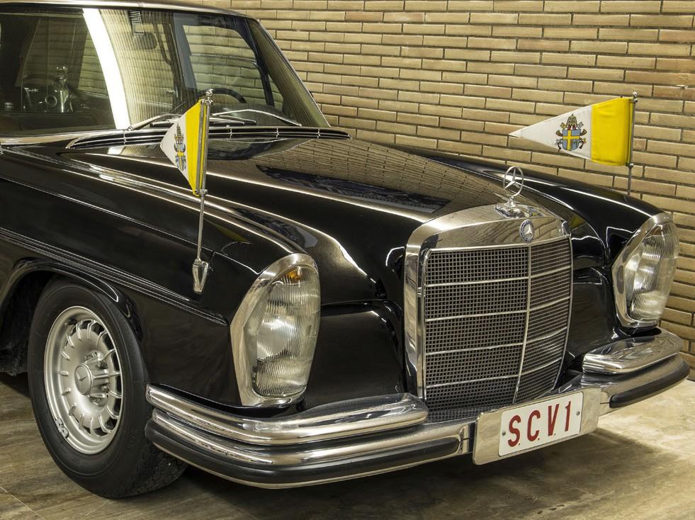 mercedes benz 300 sel limousine vatican museums. Black Bedroom Furniture Sets. Home Design Ideas