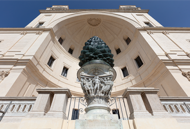 "The Pinecone ""returns"" to the Niche of the Belvedere"